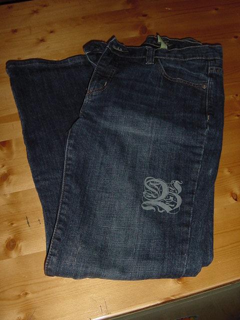 Jeans graviert mit Laser