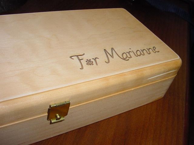 Holzbox mit Widmung