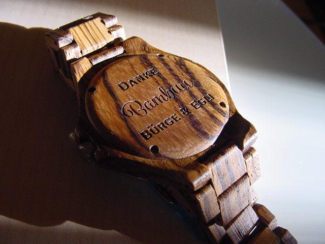 Bambus-Uhr, gelasert